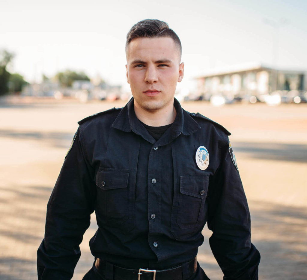 male-police-officer-in-uniform-on-the-road-CXD5W6K (1) (1)